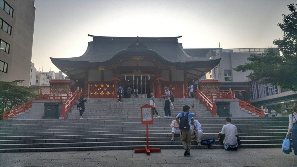 Gradinate del santuario Hanazono a Shinjuku