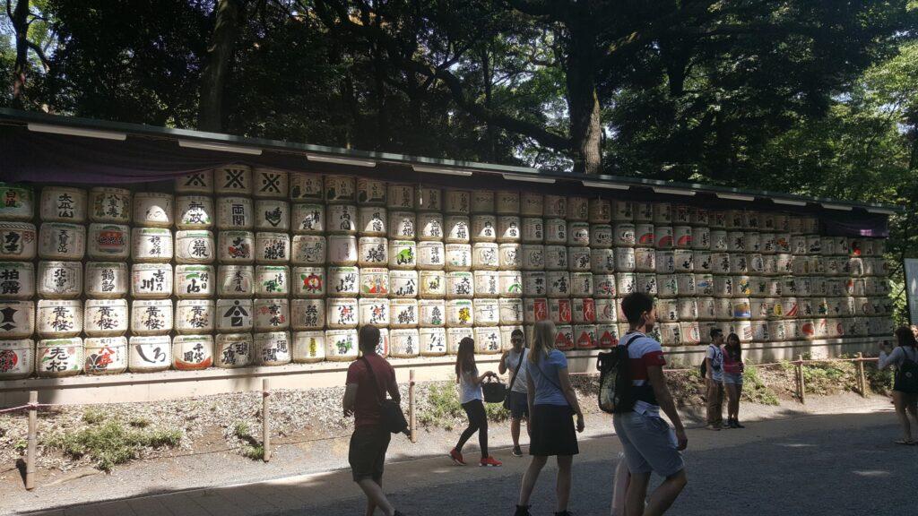 Barili di sake al santuario di Meiji Jingu a Tokyo