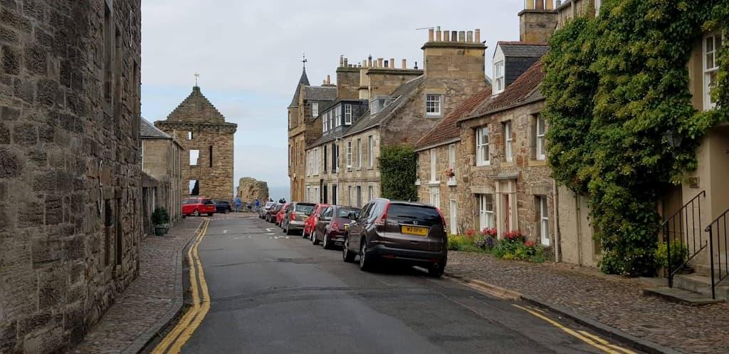 Parcheggio auto a Saint Andrews (Scozia)
